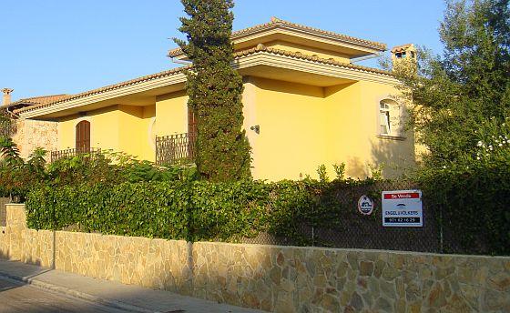 Während auf dem spanischen Festland die Preis teils drastisch gefallen sind - bleiben die Immobilienpreise auf Mallorca, Menorca und Ibiza auf ihrem hohen Niveau. (Foto: Ibiza-Nachrichten)