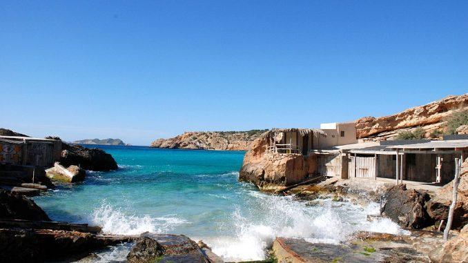 Ausgangspunkt der Fischer ist die Minibucht Es Calonet in der Bucht der Cala Tarida. Hier - unweit von den Apartments und Clubanlagen, scheint die Zeit noch stehengeblieben zu sein. (Foto: Xescu Prats/Consell Insular d'Eivissa)