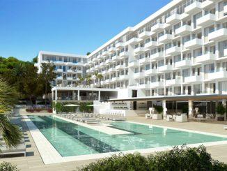 Für 13 Millionen Euro renoviert: Das Iberostar Hotel Ibiza zielt auf Paare ab, die einen ruhigen Urlaub wünschen. (Foto: Iberostar)