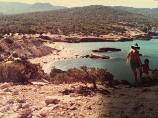 Die Cala Tarida im Jahr 1968 - so wird es leider nie wieder dort aussehen. Der Junge bin ich, der Autor des Kommentares.