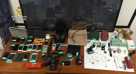 Sichergestellte Gegenstände, für die die Eigentümer gesucht werden (Foto: Guardia Civil)