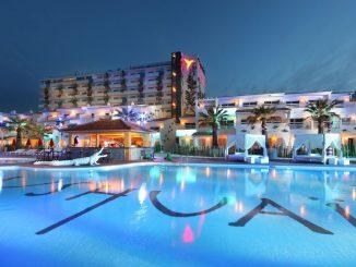 Ushuaïa Hotel in Platja d'en Bossa - Poolansicht. (Foto: Palladium Hotel Group)